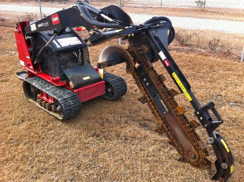 "dingo 427 track w/ 6"" trencher attachment"
