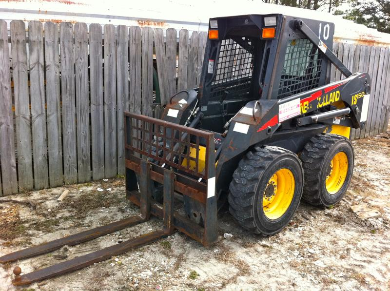 New Holland Skid Loader LS150 w/ pallet forks